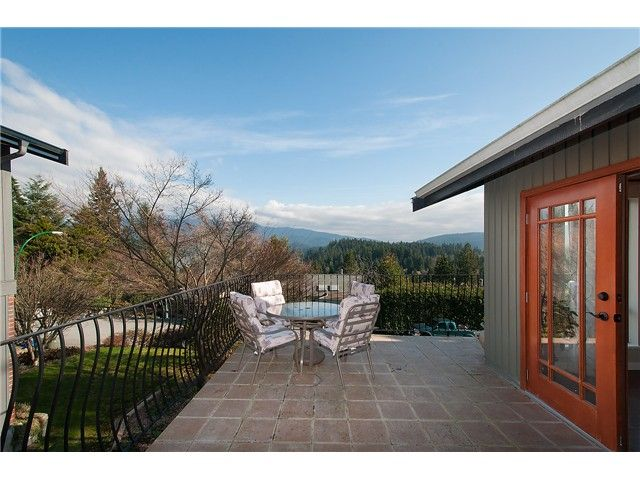 Photo 4: Photos: 2045 CLIFFWOOD RD in North Vancouver: Deep Cove House for sale : MLS®# V1106333