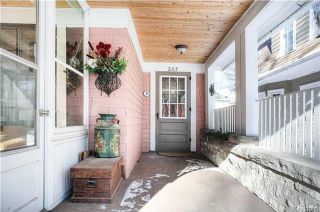 Photo 2: 207 Harvard Avenue in Winnipeg: Crescentwood Residential for sale (1C)  : MLS®# 1802539