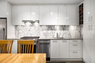 """Photo 2: 207 231 E PENDER Street in Vancouver: Downtown VE Condo for sale in """"Frameworks"""" (Vancouver East)  : MLS®# R2625636"""