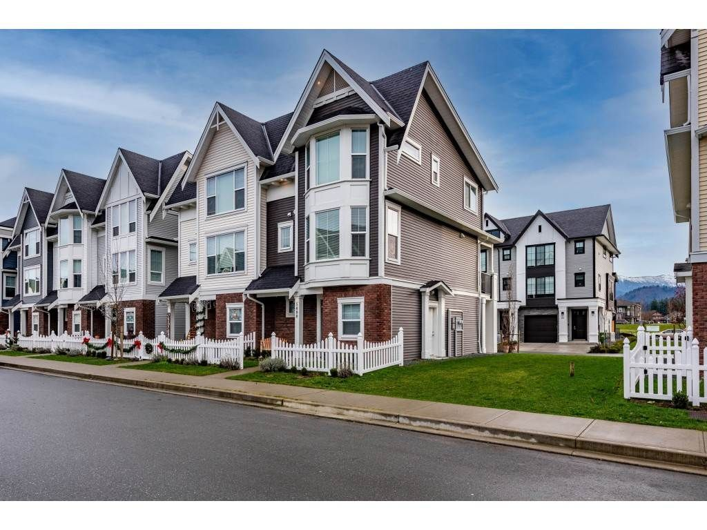 """Photo 3: Photos: 5488 DRIFTWOOD Street in Chilliwack: Vedder S Watson-Promontory Condo for sale in """"WEBSTER CROSSING"""" (Sardis)  : MLS®# R2527096"""