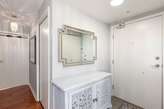 """Photo 3: 1805 33 SMITHE Street in Vancouver: Yaletown Condo for sale in """"COOPERS LOOKOUT"""" (Vancouver West)  : MLS®# R2205849"""