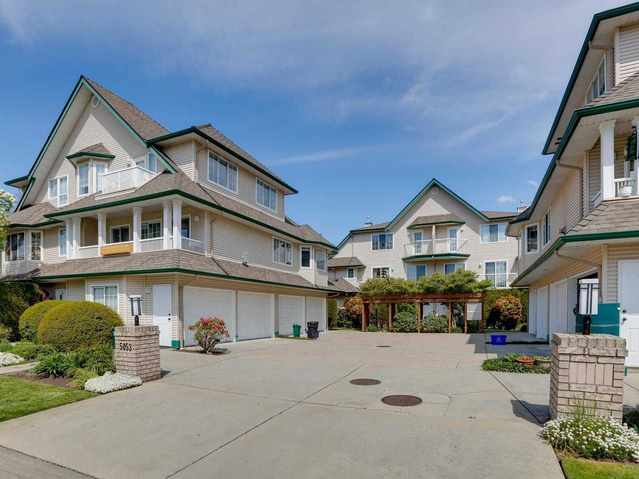 """Main Photo: 3 5053 47 Avenue in Delta: Ladner Elementary Townhouse for sale in """"PARKSIDE PLACE"""" (Ladner)  : MLS®# R2454031"""