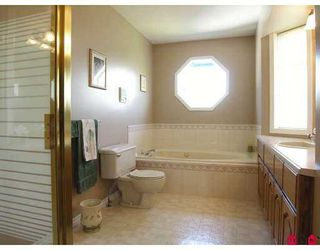 """Photo 8: 8456 214TH Street in Langley: Walnut Grove House  in """"Forest Hills"""" : MLS®# F2712904"""