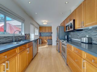 Photo 8: 304 GEORGIA Drive in Gibsons: Gibsons & Area House for sale (Sunshine Coast)  : MLS®# R2622245
