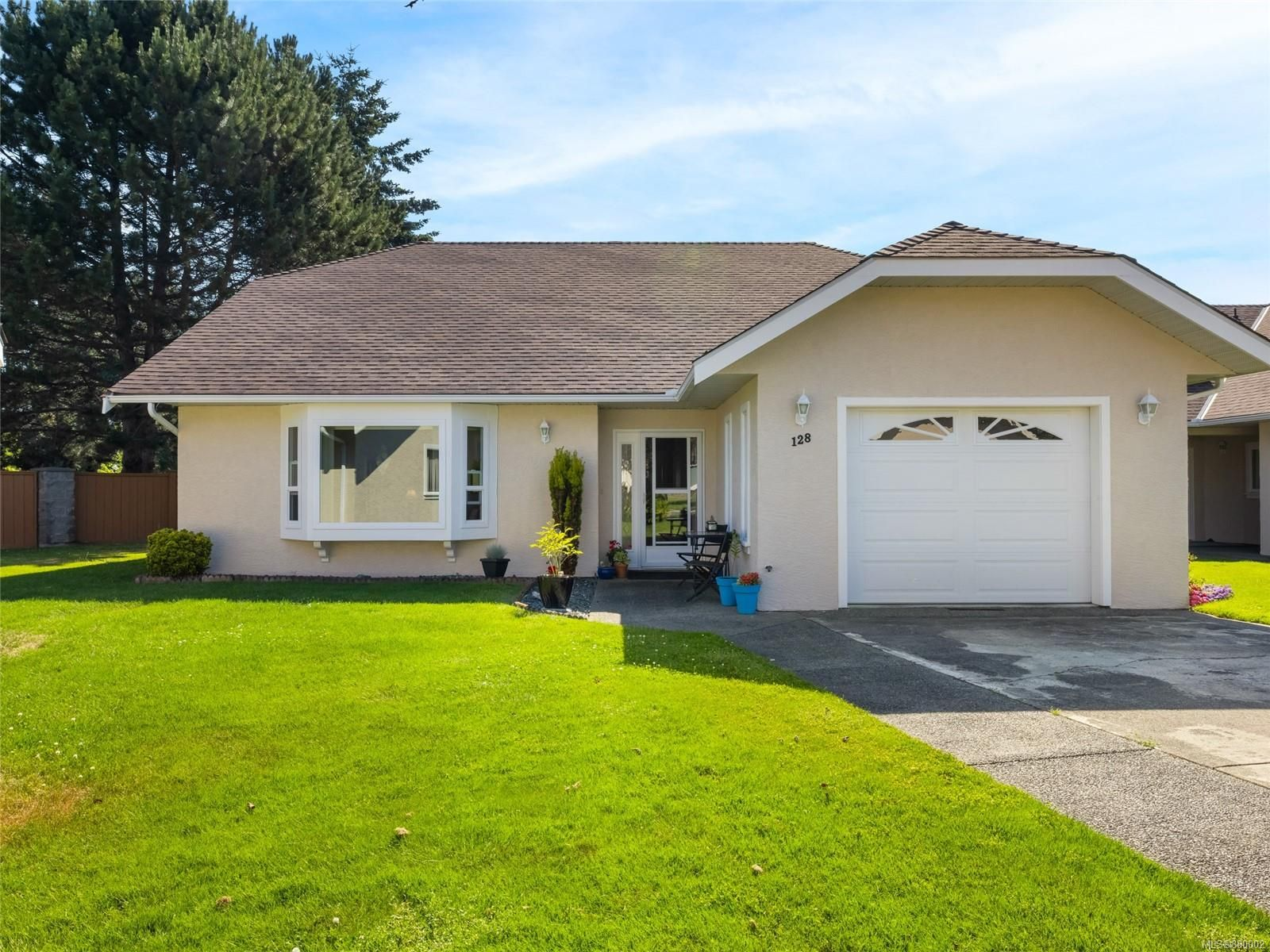 Main Photo: 128 635 Blenkin Ave in : PQ Parksville Row/Townhouse for sale (Parksville/Qualicum)  : MLS®# 880002
