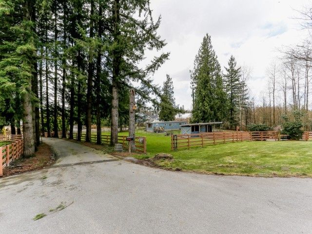 """Photo 2: Photos: 26643 58TH Avenue in Langley: County Line Glen Valley House for sale in """"County Line Glen Valley"""" : MLS®# F1406610"""