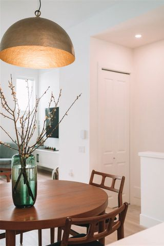 """Photo 3: 42 19696 HAMMOND Road in Pitt Meadows: South Meadows Townhouse for sale in """"BONSON MOSAIC"""" : MLS®# R2562055"""