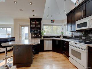 Photo 6: 2592 Empire St in VICTORIA: Vi Oaklands Half Duplex for sale (Victoria)  : MLS®# 828737