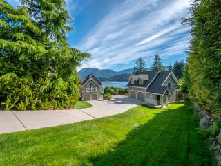 Main Photo: 6560 N GALE Avenue in Sechelt: Sechelt District House for sale (Sunshine Coast)  : MLS®# R2541761