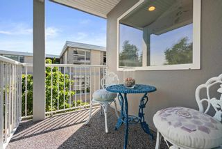 """Photo 23: 828 PARKER Street: White Rock House for sale in """"EAST BEACH"""" (South Surrey White Rock)  : MLS®# R2607727"""
