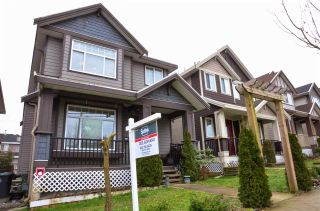 Photo 1: 14846 72 AVENUE in Surrey: East Newton House for sale : MLS®# R2134306