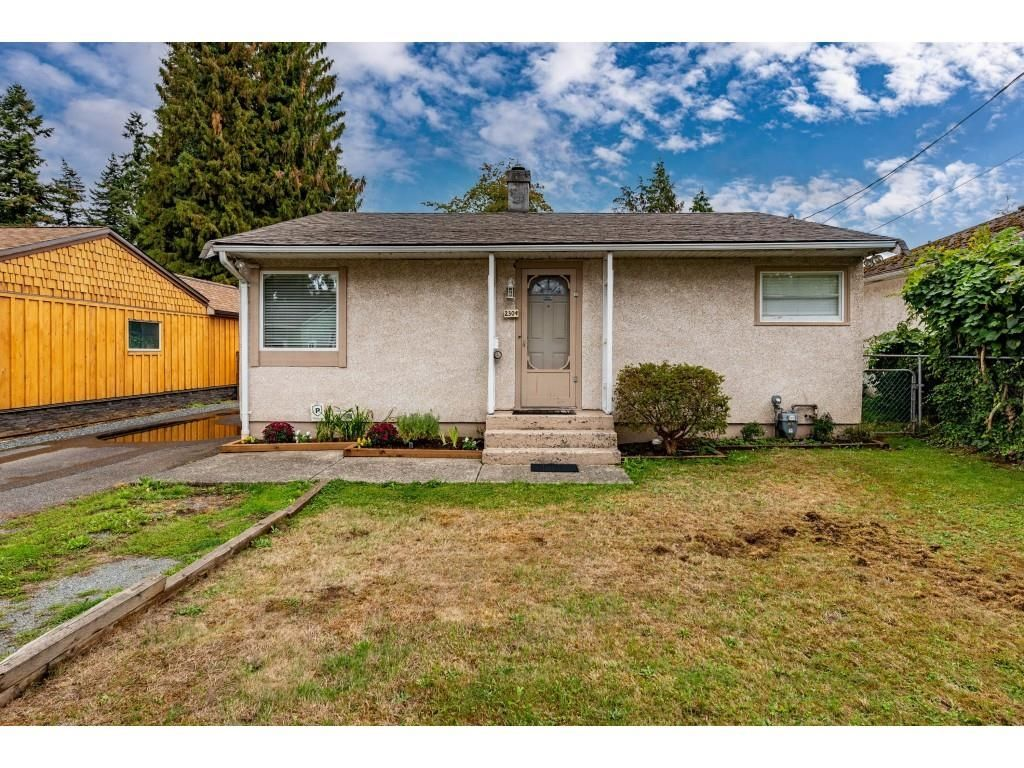 """Main Photo: 2304 MOULDSTADE Road in Abbotsford: Abbotsford West House for sale in """"CENTRAL ABBOTSFORD"""" : MLS®# R2618830"""