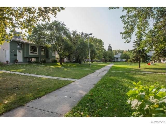 Photo 20: Photos: 9 Rillwillow Place in Winnipeg: Meadowood Residential for sale (2E)  : MLS®# 1623703