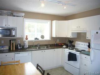 Photo 16: 1055 Violet Avenue in VICTORIA: SW Strawberry Vale Residential for sale (Saanich West)  : MLS®# 310190