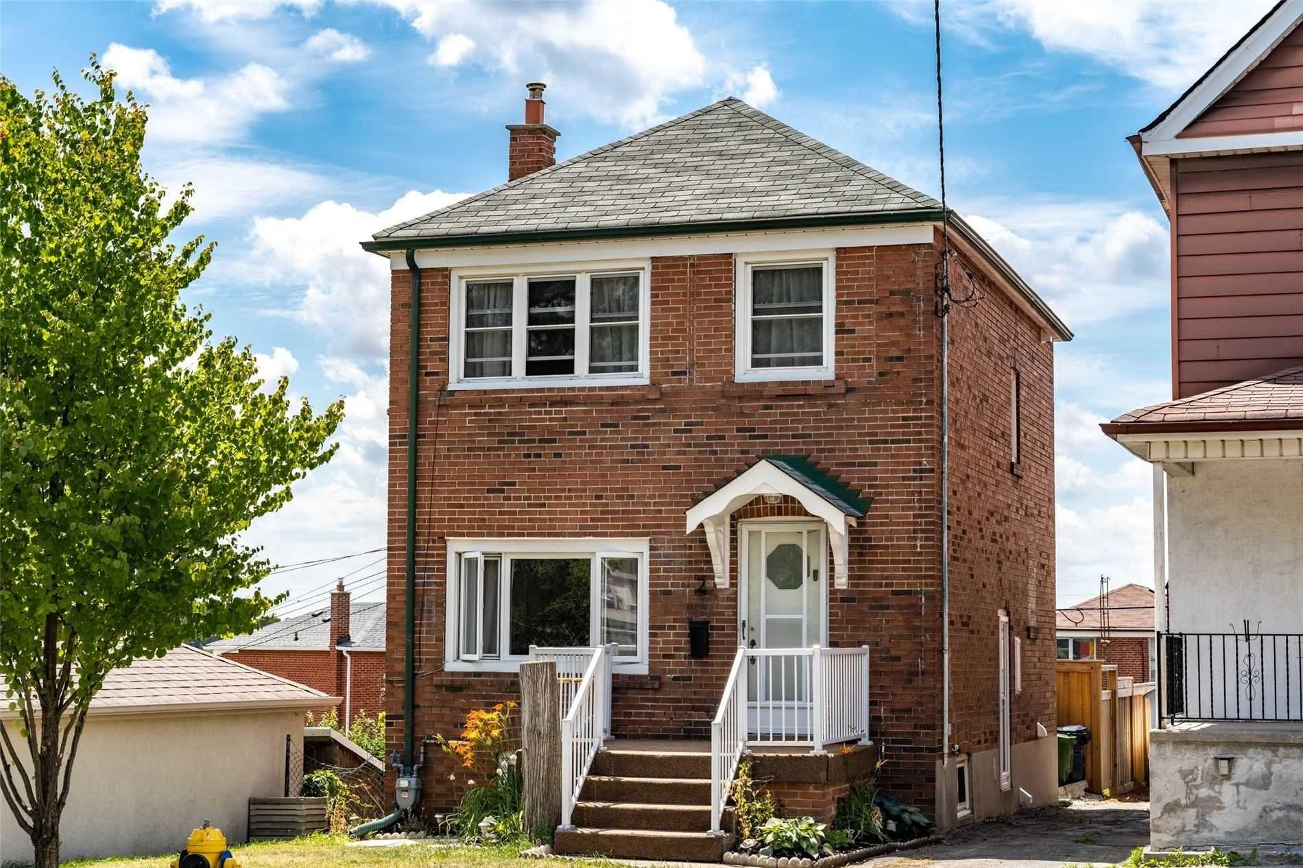 Main Photo: 2 Kirknewton Road in Toronto: Caledonia-Fairbank House (2-Storey) for sale (Toronto W03)  : MLS®# W4832621