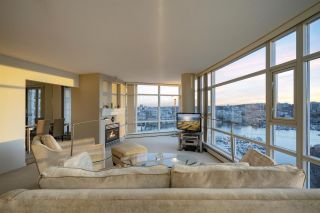 Photo 2: 2207 198 AQUARIUS MEWS in Vancouver: Yaletown Condo for sale (Vancouver West)  : MLS®# R2341515
