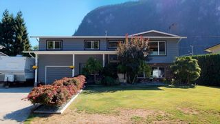Photo 1: 38244 JUNIPER Crescent in Squamish: Valleycliffe House for sale : MLS®# R2616219