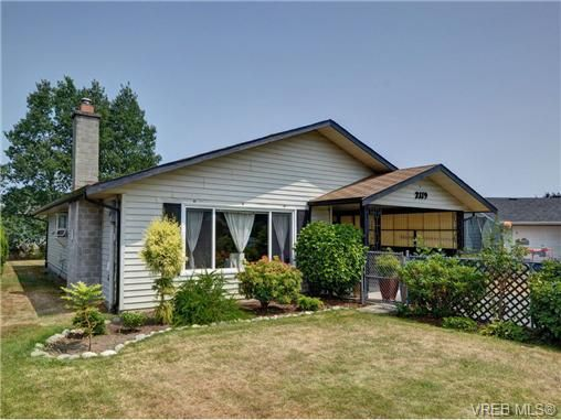 Main Photo: 2119 Redwing Pl in SIDNEY: Si Sidney South-West House for sale (Sidney)  : MLS®# 707052