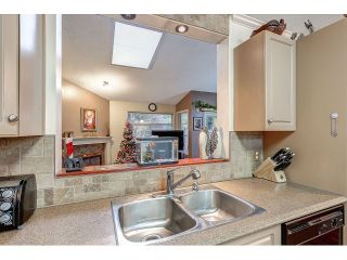 Photo 4: 704 8260 162A STREET in Surrey: Fleetwood Tynehead Townhouse for sale : MLS®# R2019432
