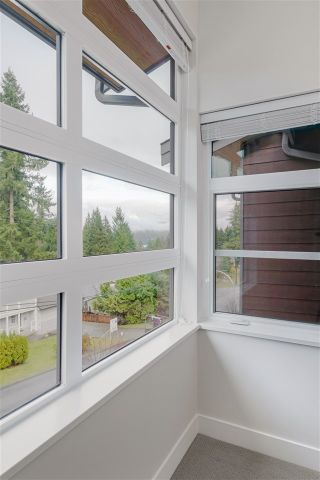 """Photo 12: 8 70 SEAVIEW Drive in Port Moody: College Park PM Townhouse for sale in """"CEDAR RIDGE"""" : MLS®# R2527581"""