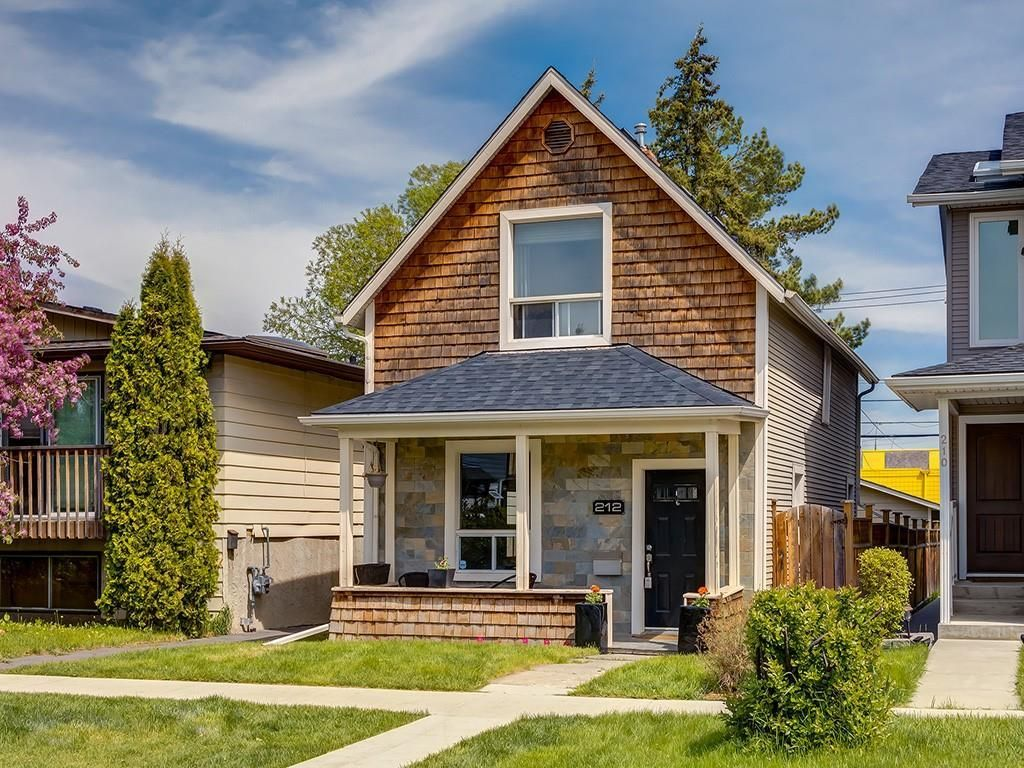 Main Photo: 212 15 Street NW in Calgary: Hillhurst Detached for sale : MLS®# C4299605