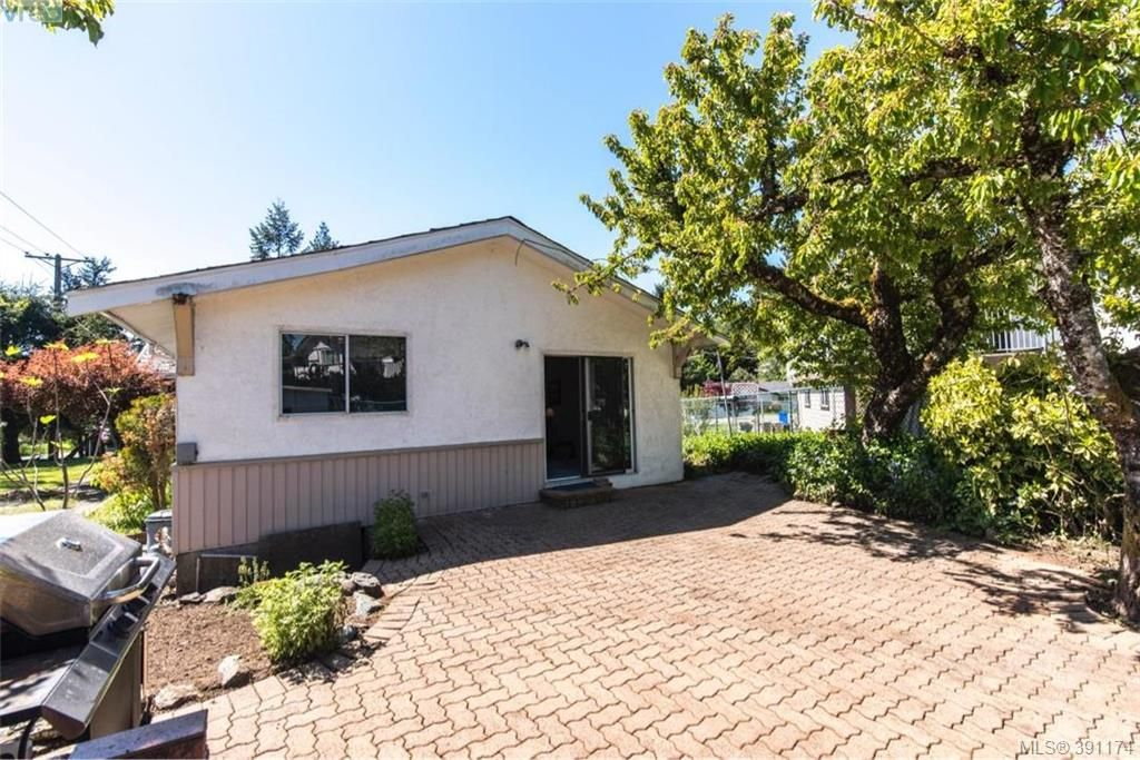 Photo 17: Photos: 1130 Goldstream Ave in VICTORIA: La Langford Lake House for sale (Langford)  : MLS®# 786306