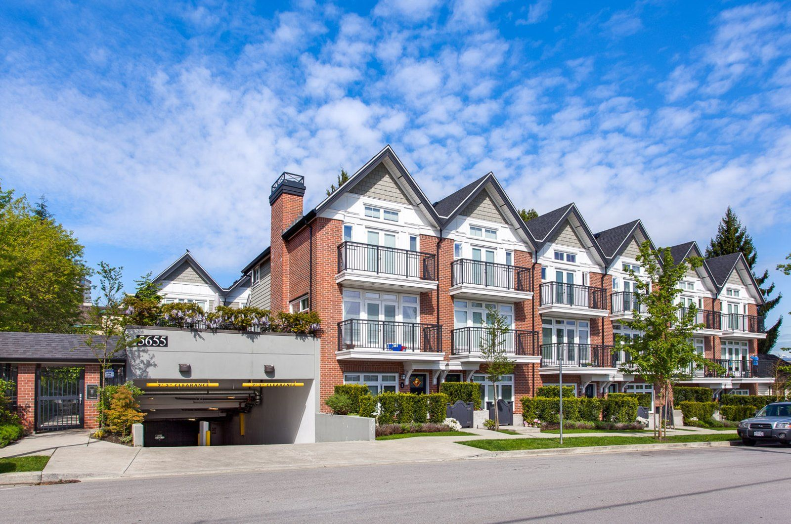 Main Photo: 5655 chaffey Avenue in Burnaby: Metrotown Townhouse for rent (Burnaby South)  : MLS®# AR154