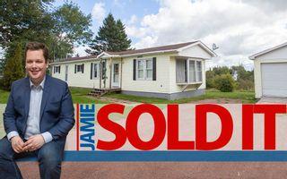 Photo 1: 19 Coronation Avenue: Sackville House for sale : MLS®# M107267