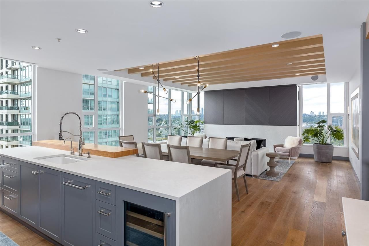 """Main Photo: 2301 2200 DOUGLAS Road in Burnaby: Brentwood Park Condo for sale in """"AFFINITY BY BOSA"""" (Burnaby North)  : MLS®# R2579208"""