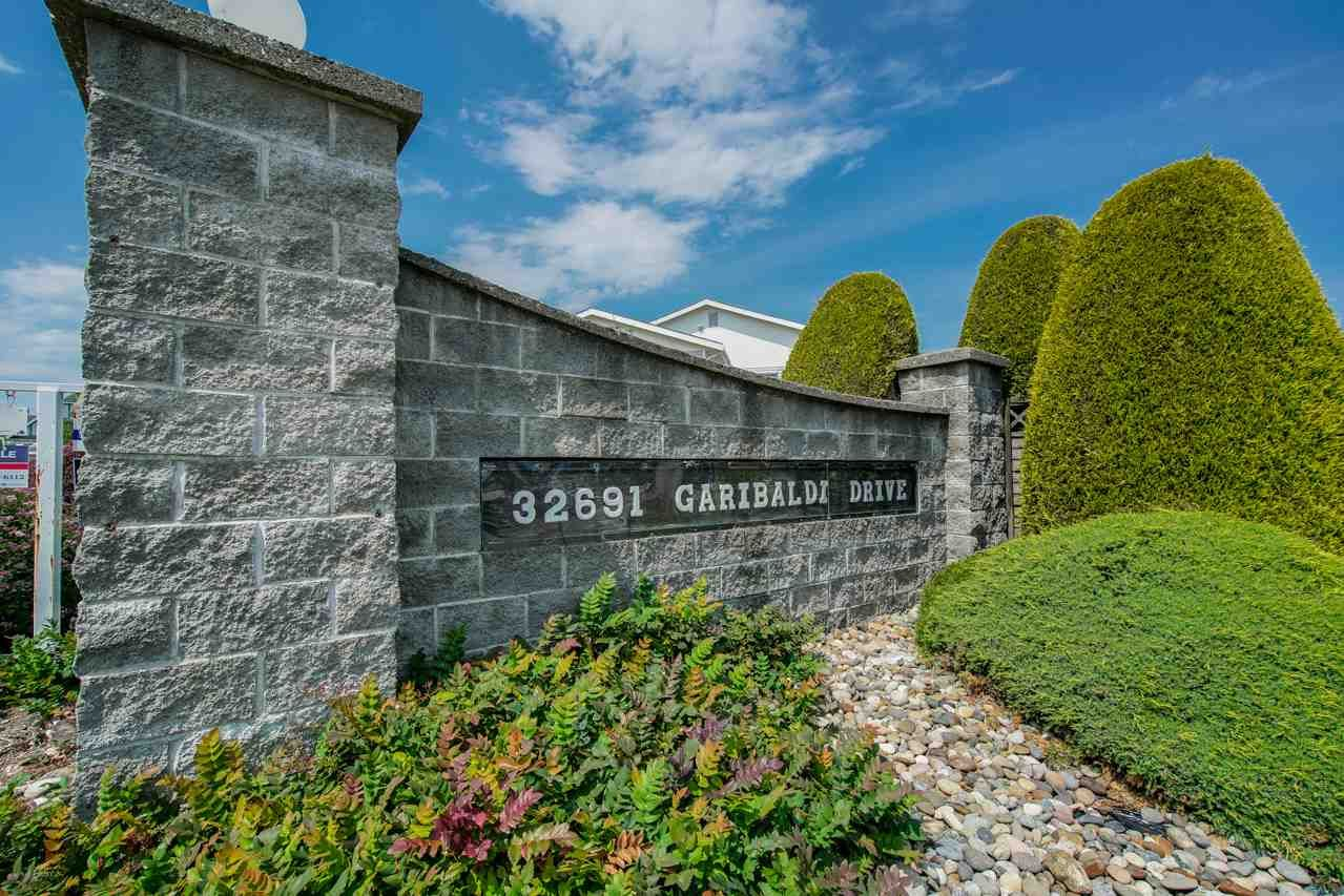 """Main Photo: 126 32691 GARIBALDI Drive in Abbotsford: Abbotsford West Townhouse for sale in """"CARRIAGE LANE"""" : MLS®# R2278356"""