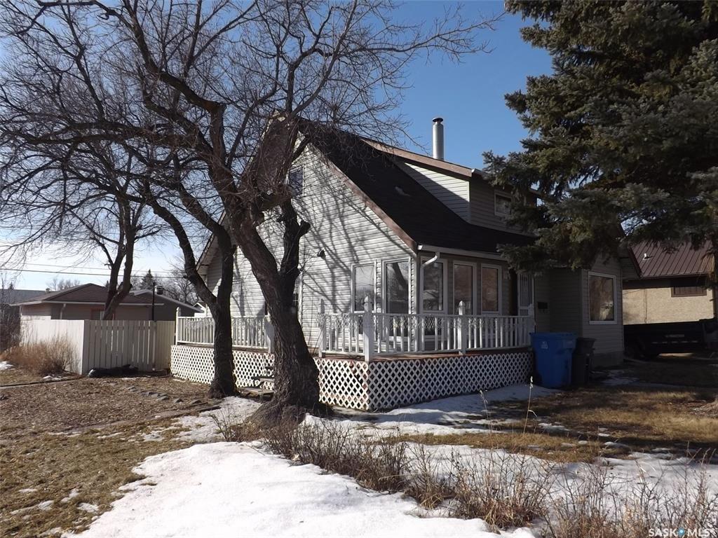 Main Photo: 802 Henry Street in Estevan: Residential for sale : MLS®# SK803393