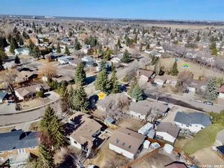 Photo 3: 401 Spruce Drive in Saskatoon: Forest Grove Residential for sale : MLS®# SK862753