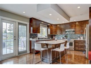 Photo 3: 544 OAKWOOD Place SW in Calgary: Oakridge House for sale : MLS®# C4084139