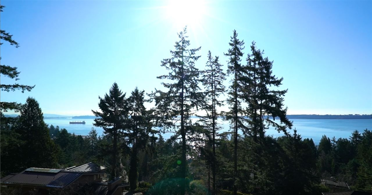"Main Photo: 4720 CLOVELLY Walk in West Vancouver: Caulfeild House for sale in ""Clovelly Walk Trail"" : MLS®# R2539483"