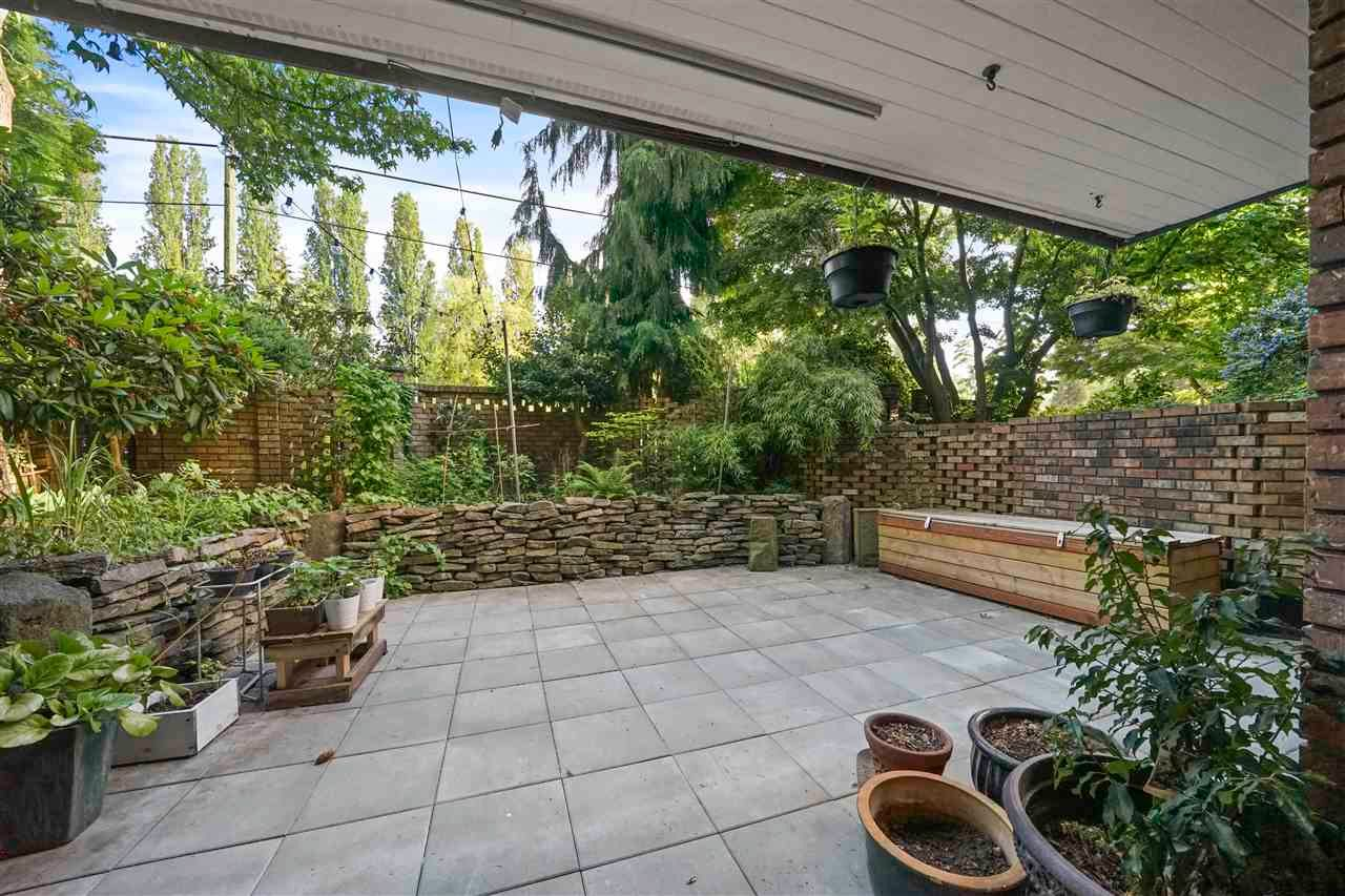 """Main Photo: 120 3875 W 4TH Avenue in Vancouver: Point Grey Condo for sale in """"LANDMARK JERICHO"""" (Vancouver West)  : MLS®# R2589718"""