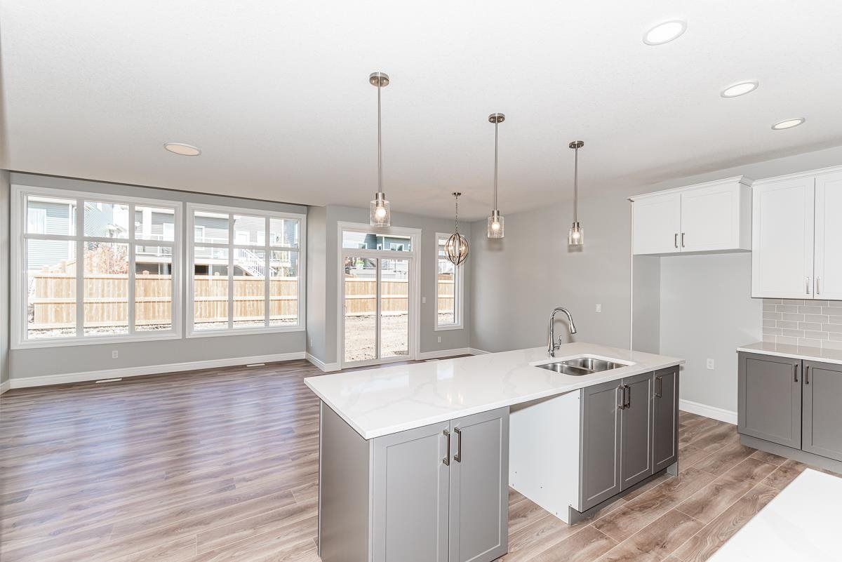 Main Photo: 180 Edgemont Road in Edmonton: Zone 57 House for sale : MLS®# E4261347