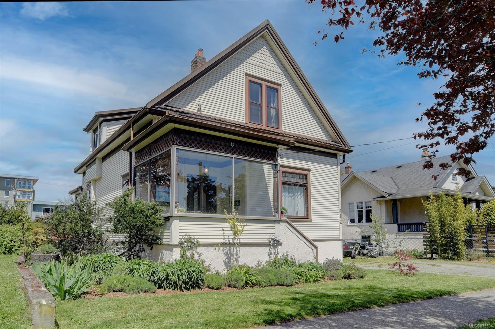 Main Photo: 812 Wollaston St in : Es Old Esquimalt House for sale (Esquimalt)  : MLS®# 875504