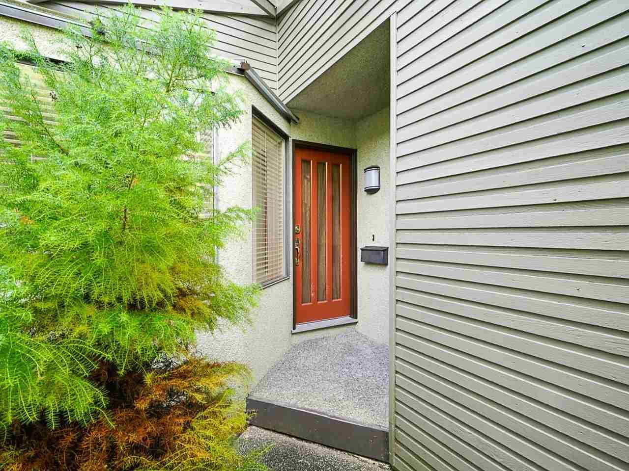 """Photo 4: Photos: 4713 GLENWOOD Avenue in North Vancouver: Canyon Heights NV Townhouse for sale in """"Montroyal Village"""" : MLS®# R2464484"""