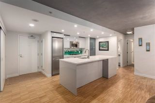 """Photo 3: 901 128 W CORDOVA Street in Vancouver: Downtown VW Condo for sale in """"WOODWARDS"""" (Vancouver West)  : MLS®# R2202808"""