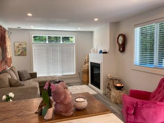 """Photo 11: 177 1413 SUNSHINE COAST Highway in Gibsons: Gibsons & Area Manufactured Home for sale in """"THE POPLARS"""" (Sunshine Coast)  : MLS®# R2604177"""