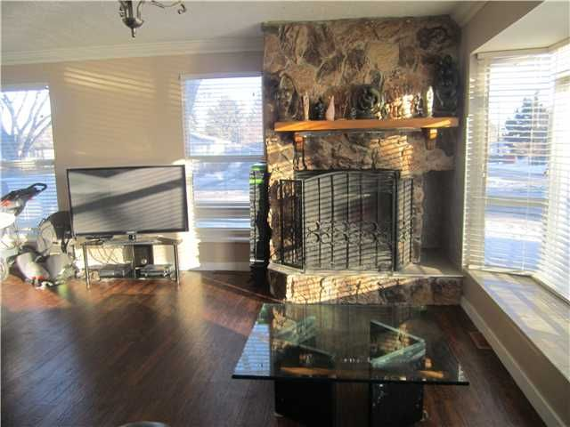 Photo 5: Photos: 2239 37 Street SE in CALGARY: Forest Lawn Residential Detached Single Family for sale (Calgary)  : MLS®# C3598587
