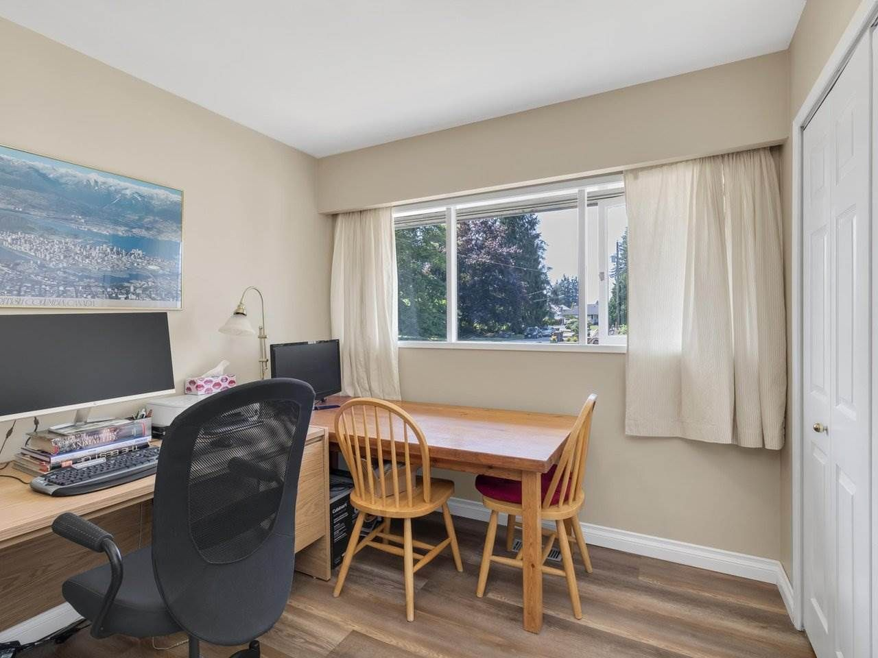 Photo 18: Photos: 943 GATENSBURY Street in Coquitlam: Harbour Chines House for sale : MLS®# R2499202