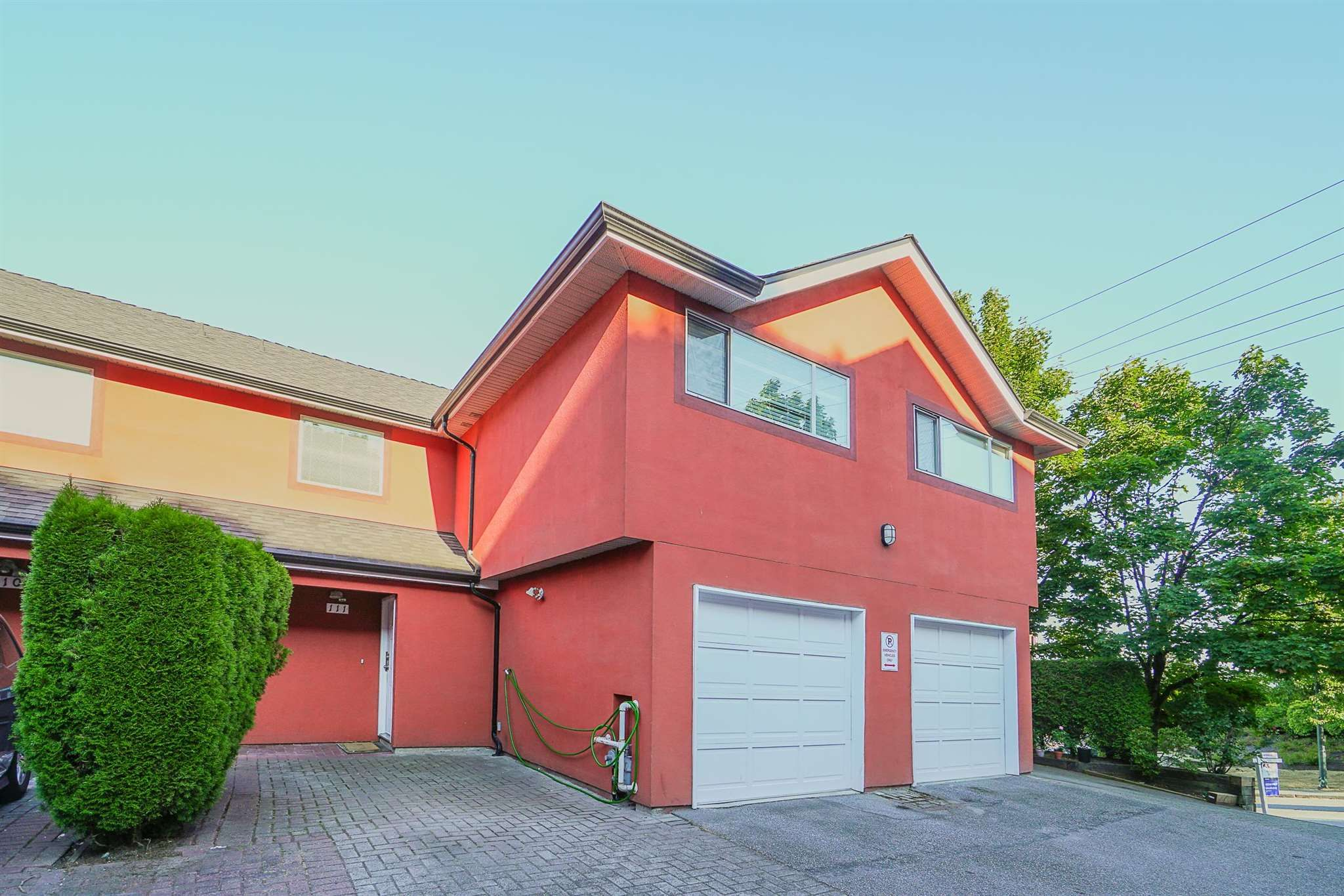 """Main Photo: 111 303 CUMBERLAND Street in New Westminster: Sapperton Townhouse for sale in """"Cumberland Court"""" : MLS®# R2606007"""
