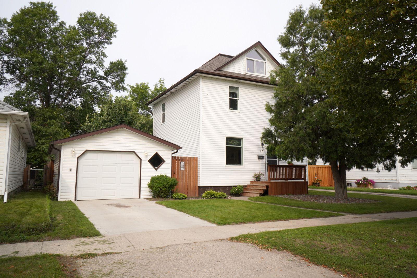Main Photo: 121 5th St SE in Portage la Prairie: House for sale : MLS®# 202121621