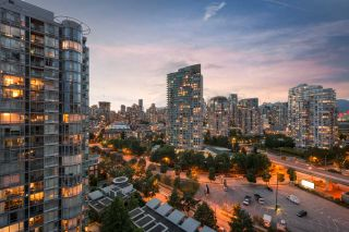 """Photo 9: 1908 1033 MARINASIDE Crescent in Vancouver: Yaletown Condo for sale in """"QUAYWEST"""" (Vancouver West)  : MLS®# R2467788"""