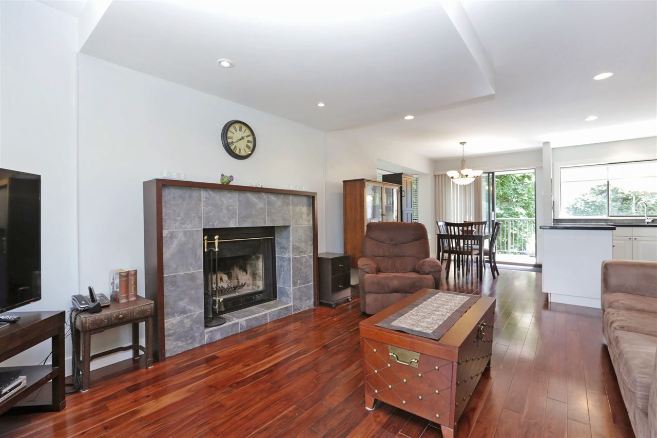 Main Photo: 155 W 20TH Street in North Vancouver: Central Lonsdale Townhouse for sale : MLS®# R2187560