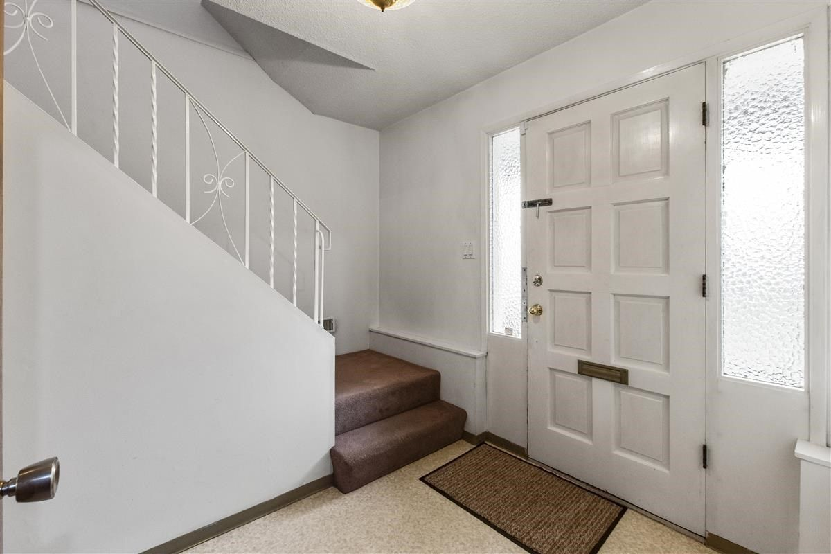 Photo 2: Photos: 3225 ST GEORGE Street in Vancouver: Fraser VE House for sale (Vancouver East)  : MLS®# R2579975