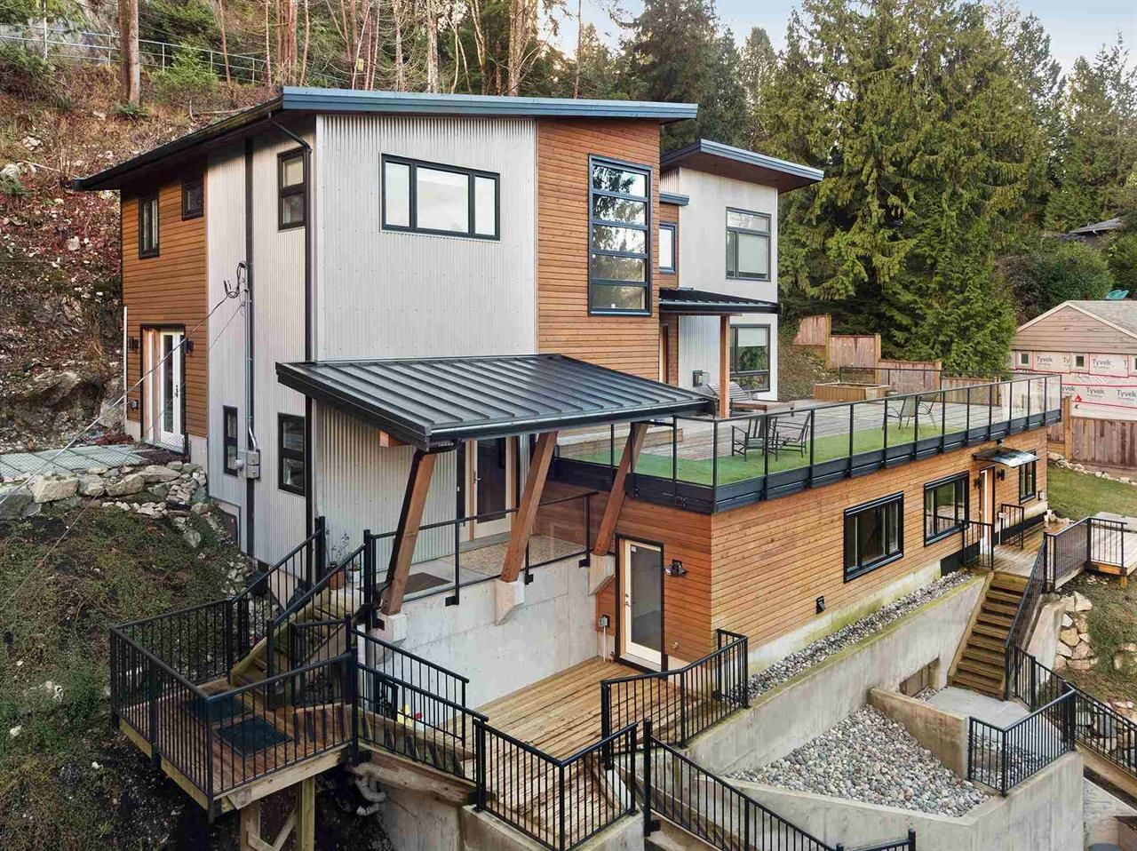 Main Photo: 5564 Gallagher Place in West Vancouver: Eagle Harbour House for sale : MLS®# R2599523
