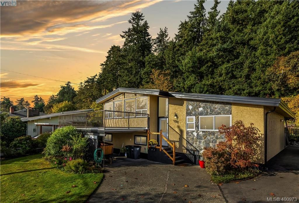 Main Photo: 4282 Parkside Cres in VICTORIA: SE Mt Doug House for sale (Saanich East)  : MLS®# 799976