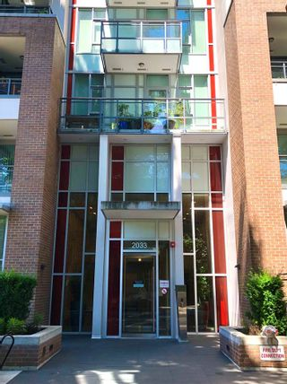 """Photo 2: 2039 W 10TH Avenue in Vancouver: Kitsilano Townhouse for sale in """"WEST 10TH & MAPLE AT ARBUTUS"""" (Vancouver West)  : MLS®# R2472090"""